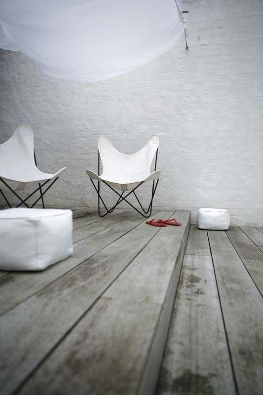 """Silla BKF, La silla BKF, también es conocida como  la silla """"Butterfly"""" o la silla Mariposa, es una silla con una estructura de hierro y asiento de cuero. La bautizaron como silla BKF por las iniciales de los apellidos de sus 3 diseñadores, Bonet, Kurchan y Ferrari, componentes del grupo austral.   OpenBank: SIN GASTOS NI COMISIONES. Hazte cliente, SIMPLIFICA Tu dinero siempre disponible cuando quieras"""