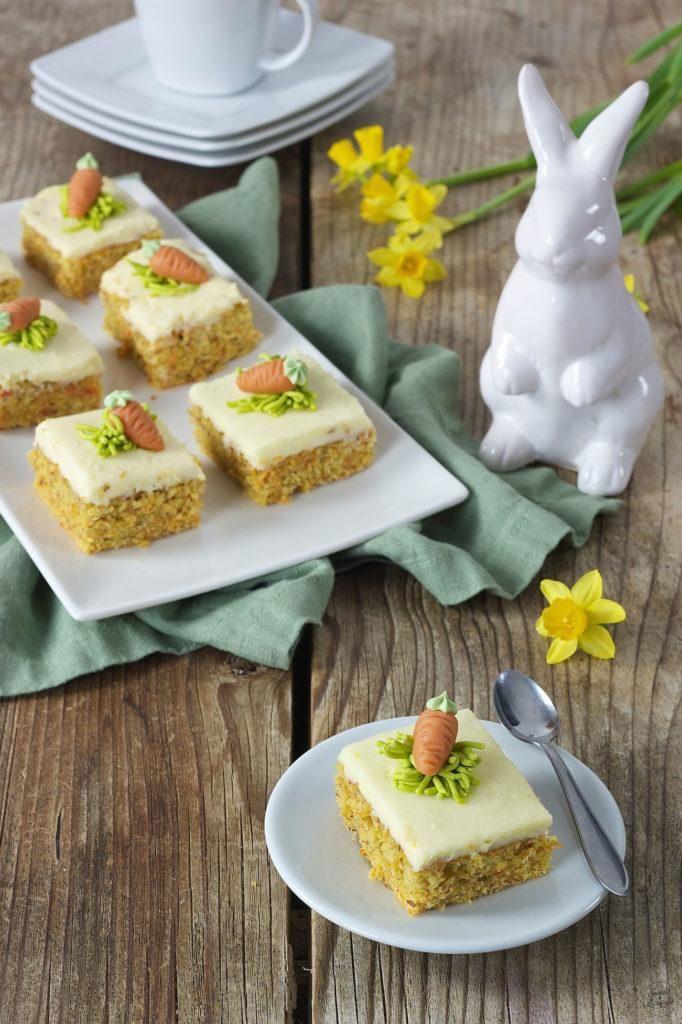 Karottenkuchen (Rüblikuchen) mit Frosting - Rezept - Sweets & Lifestyle® #frostings