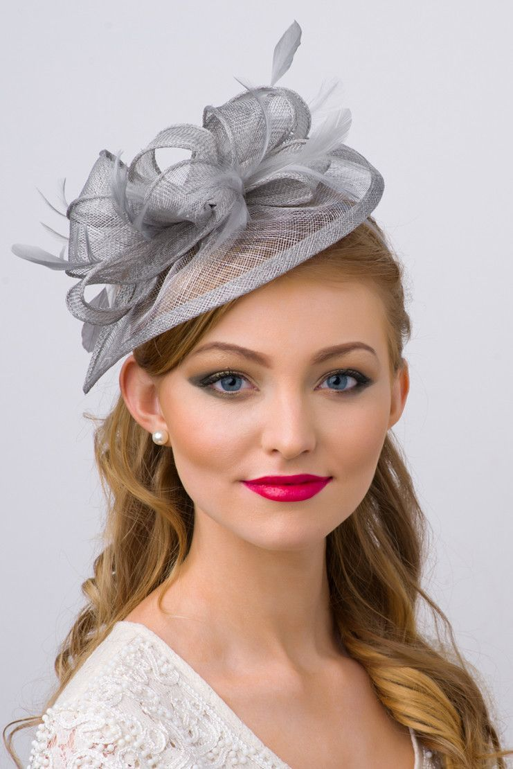 20b82100d44 This sassy fascinator gives a nod to vintage style with a bouncy mesh  ribbon and flighty feathers. With its classic sinamay mesh shape and elegant  look it ...