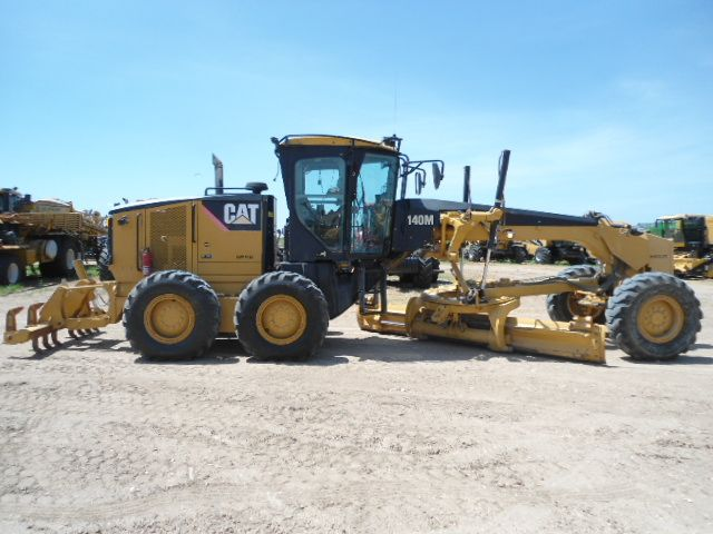 Cat 2 Blade : Cat m blade caterpillarequipment roads and highways