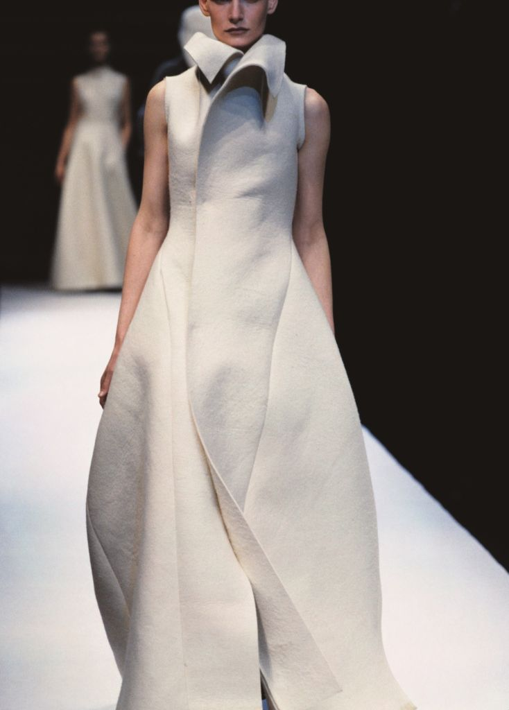 c0ccbc76304e This iconic white dress was presented at the Yohji Yamamoto Women s Show  A W 1996