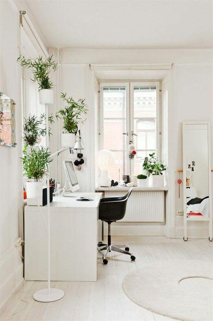 le bureau feng shui de couleur beige clair