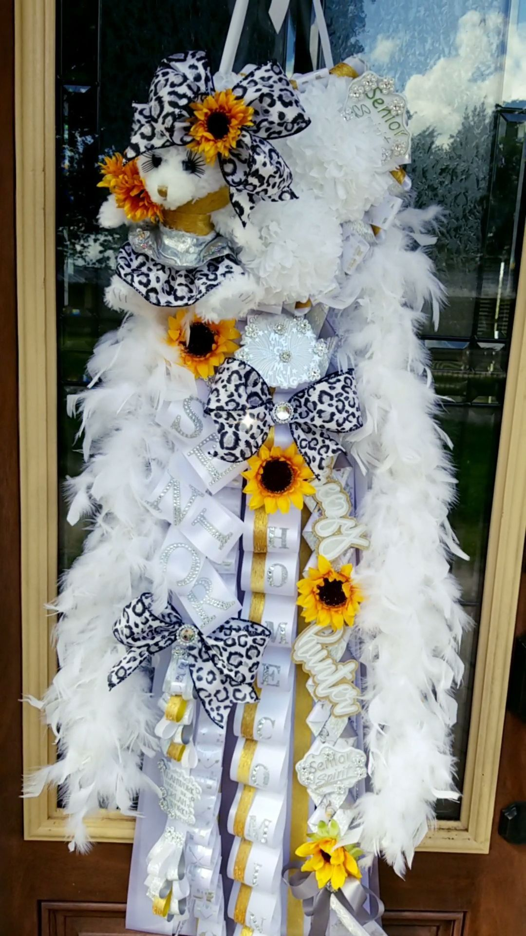 We handcraft decorations for your home, office, party, shower, and wedding, as well as favors and homecoming mums!