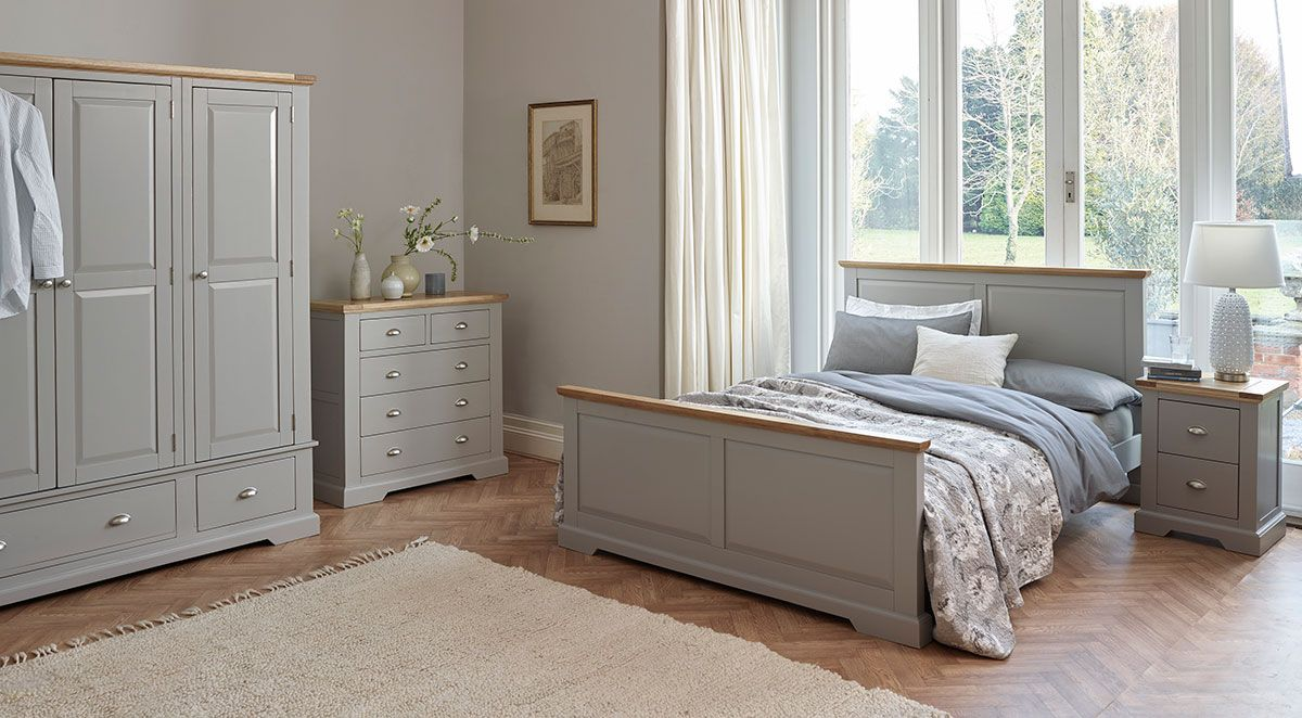 The St Ives Natural Oak And Light Gray Painted Range Has A Fresh Modern Feel The Elegant Light Gray Grey Painted Furniture Oak Furniture Land Oak Furniture