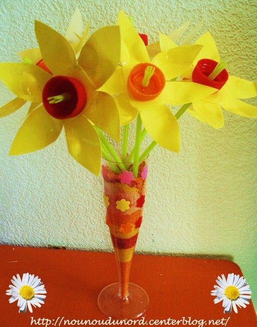 les jonquilles r alis es avec pots de yaourt printemps fleurs activit s manuelles pinterest. Black Bedroom Furniture Sets. Home Design Ideas