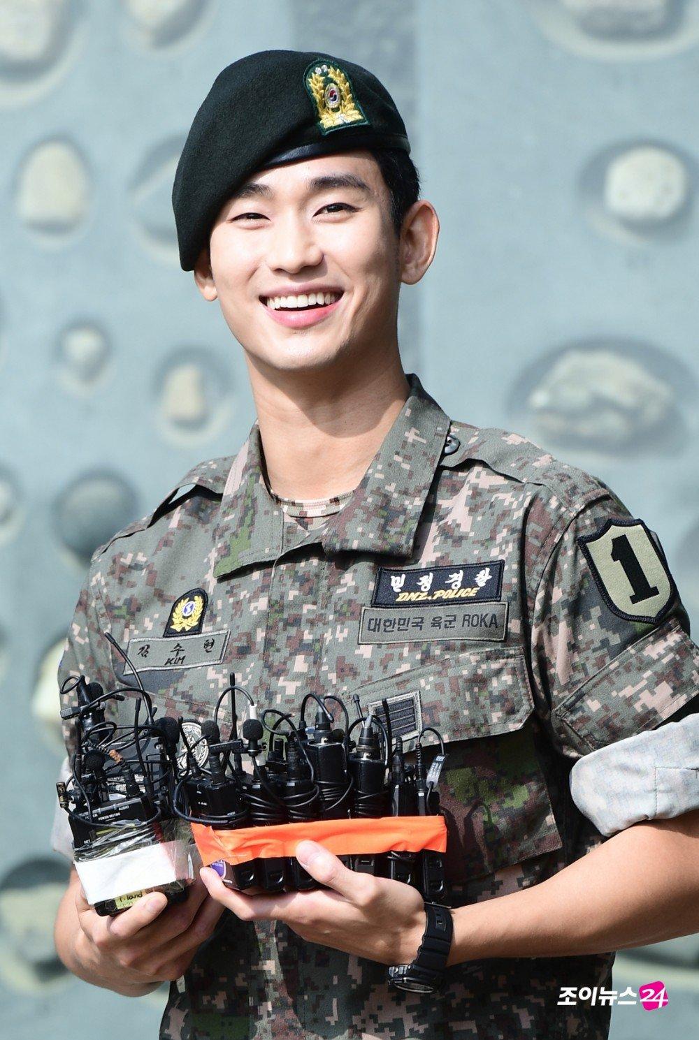 Kim Soo Hyun Completes Military Service