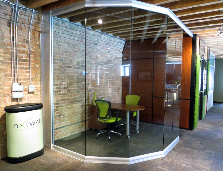 Angled curved glass wall office at nxtwall 39 s chicago for Curved glass wall