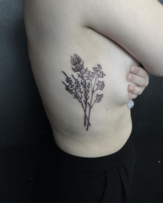 Probably Would Just Get More Heather To Replace The Baby S Breath But I Want This So Bad Thistle Tattoo Scottish Tattoos Thistle Tattoo Black