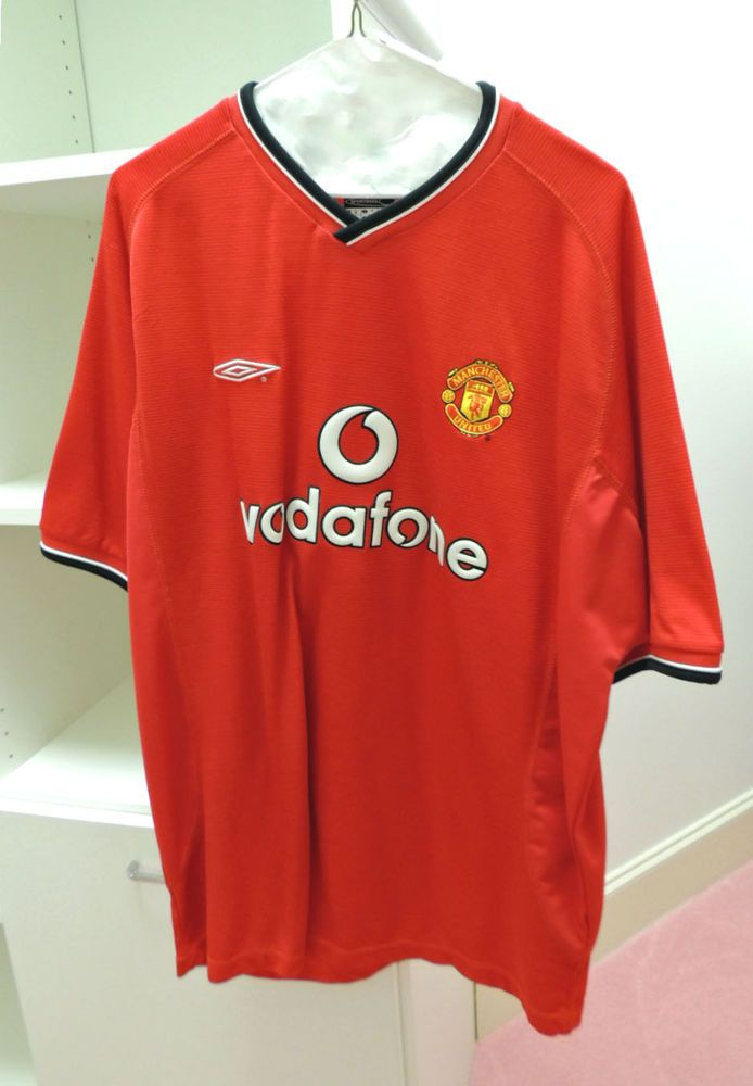 4abab97316c Vodafone Manchester United Jersey Umbro Red Soccer Football Jersey Size XL  NEW  Umbro  ManchesterUnited