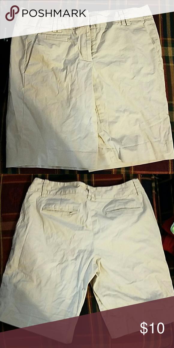 Loft size 2 Khaki shorts will accept offers Loft size 2 Khaki shorts LOFT Shorts Bermudas