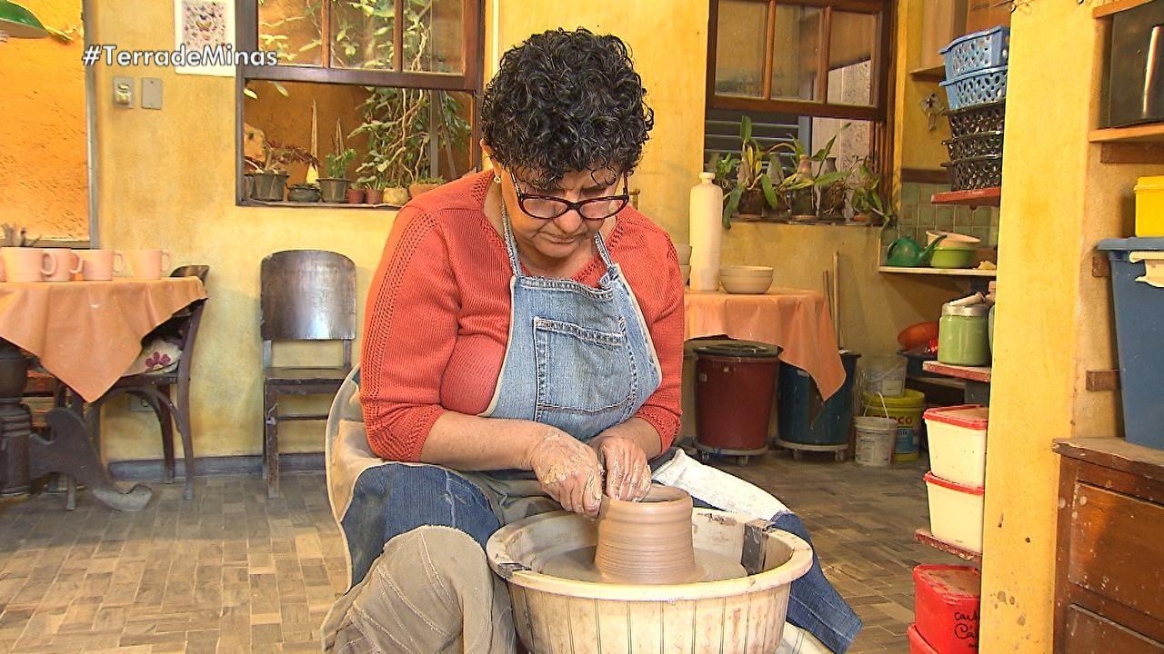 Programa ensina bolo de mexerica, mostra ceramistas e bairro de Brumadinho