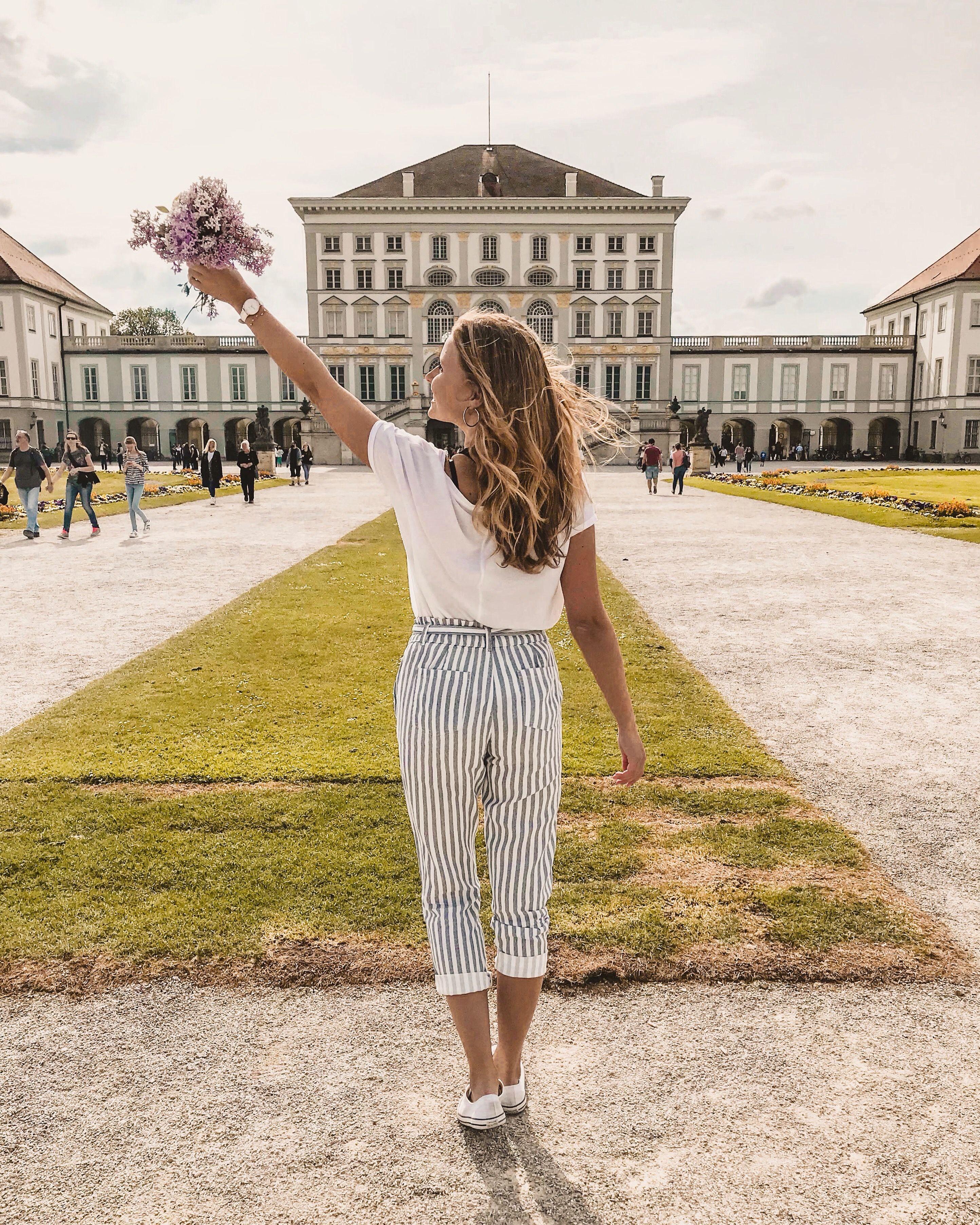 Schloss Schloss Nymphenburg Munchen Munich Blumen Blumenstrauss Fashion Outfit Look Instagram Inspiration Inspo Sommeroutfit Som Fashion Lover Munich Fashion