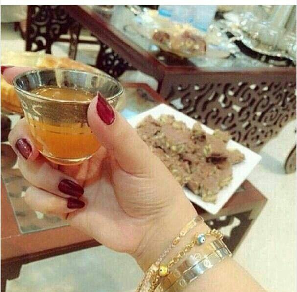 نجد أحيانا هدوء الحياة في فنجان قهوه Turkish Tea Coffee Fashion Coffee Tea