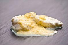 Jeder kennt doch die wunderbar luftigen Salzburger Nockerl. Sie sind eine typische österreichische Süßspeise aus Eiern. In Kroatien gibt es eine ähnliche Variante, die aus der k.u.k.-Zeit übernommen wurde. Hier nennt man sie Schneenockerl, aber eigentlich sagt man Snenokle  zu ihnen.…