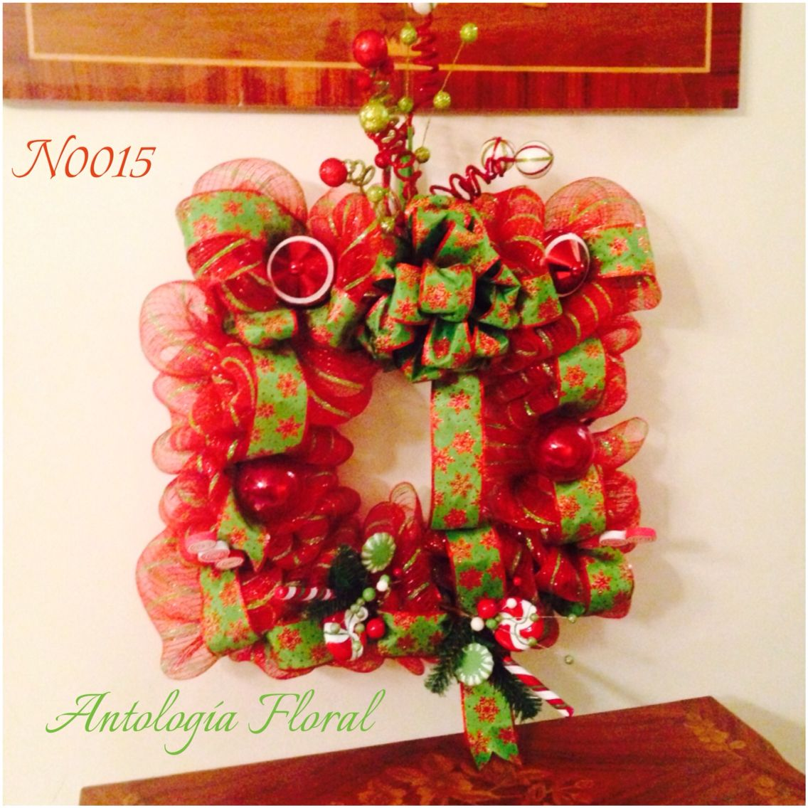 Decoraci n navide a para puerta o pared en forma de marco for Decoracion de puertas para navidad