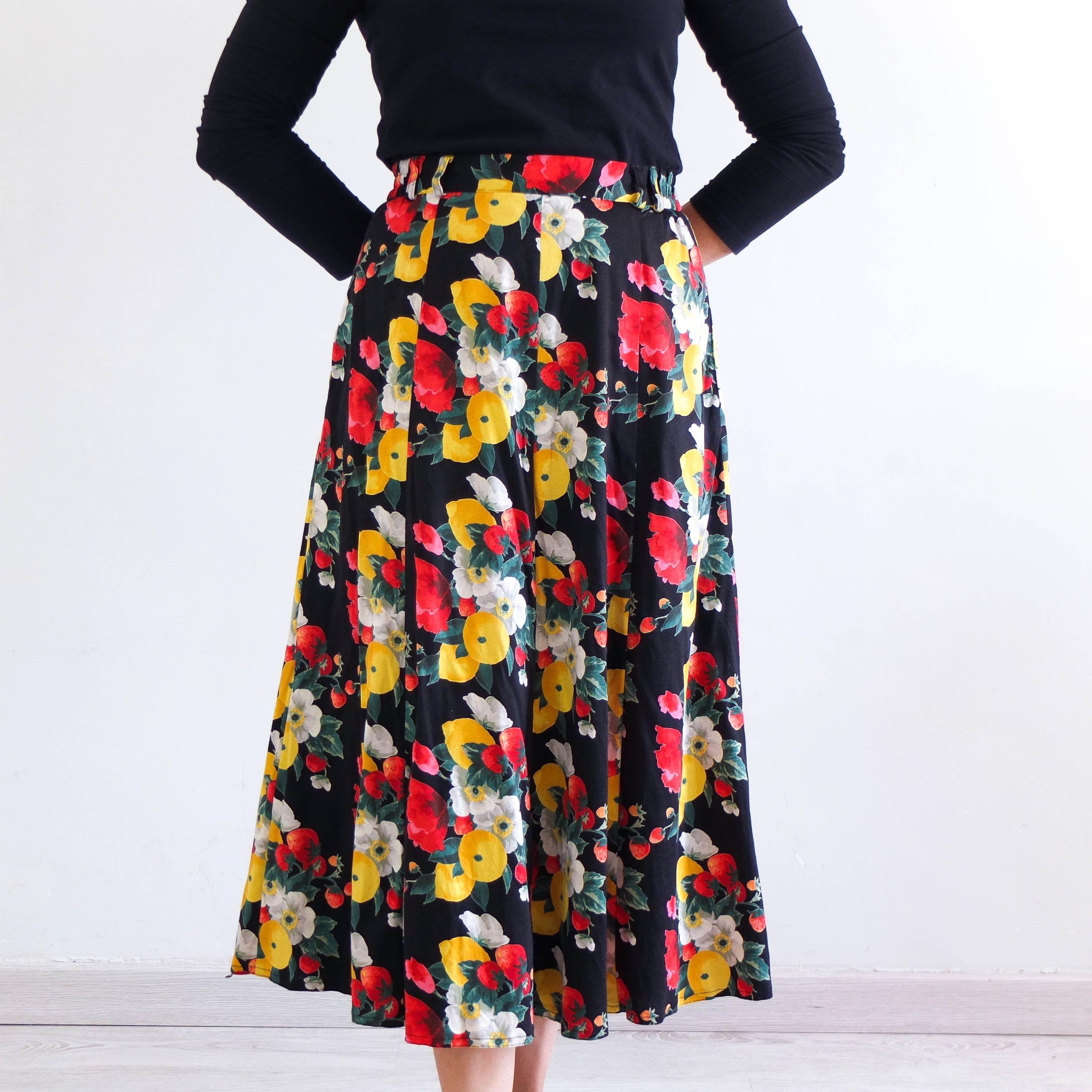 Vintage 90s Grunge Highwaisted Midi Skirt in Rose Print