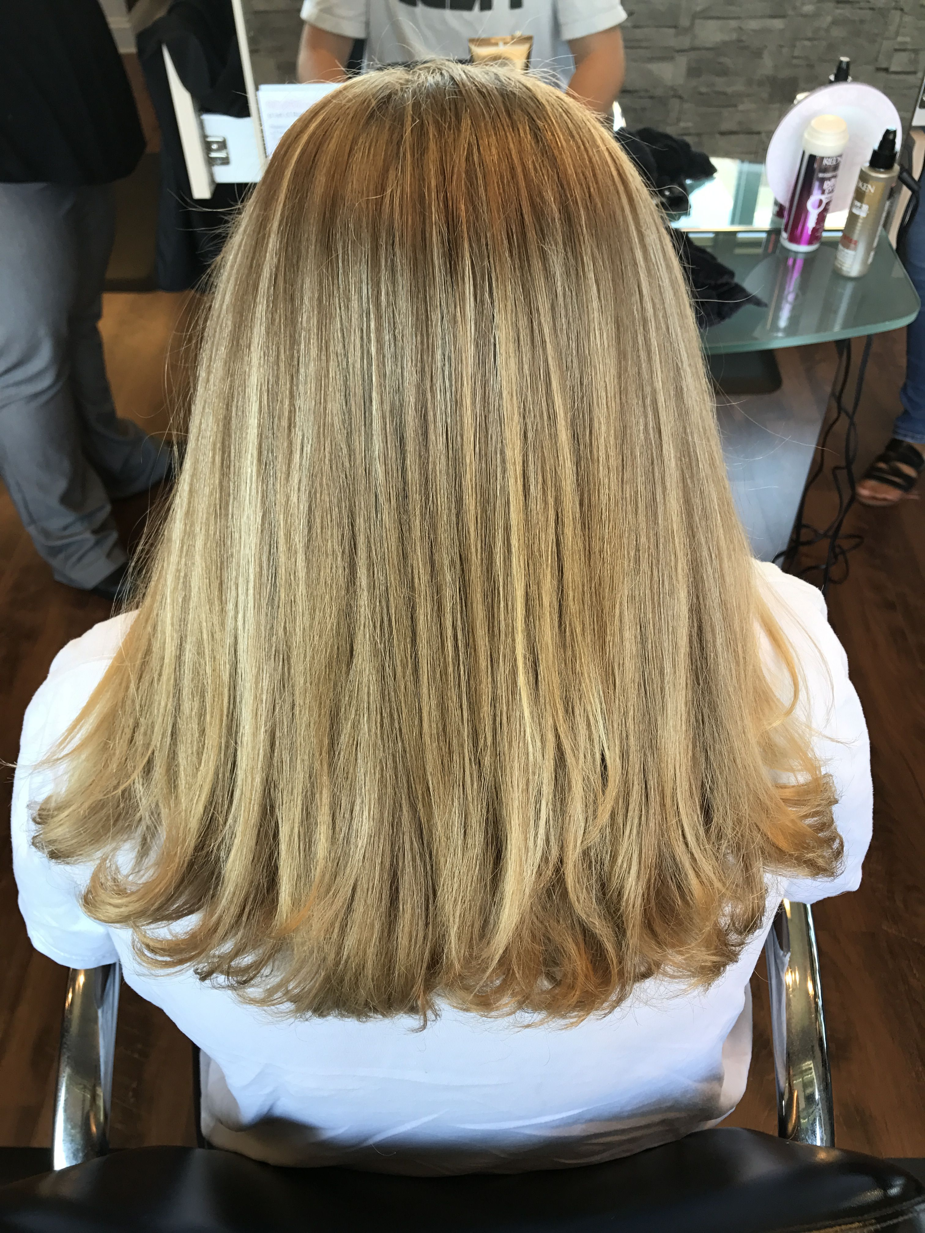 For Natural Highlights Add Lemon Juice To Your Hair Before You Go Outside In The Sun And Your Hair Will Lighten Throug Hair Long Hair Styles Natural Highlights