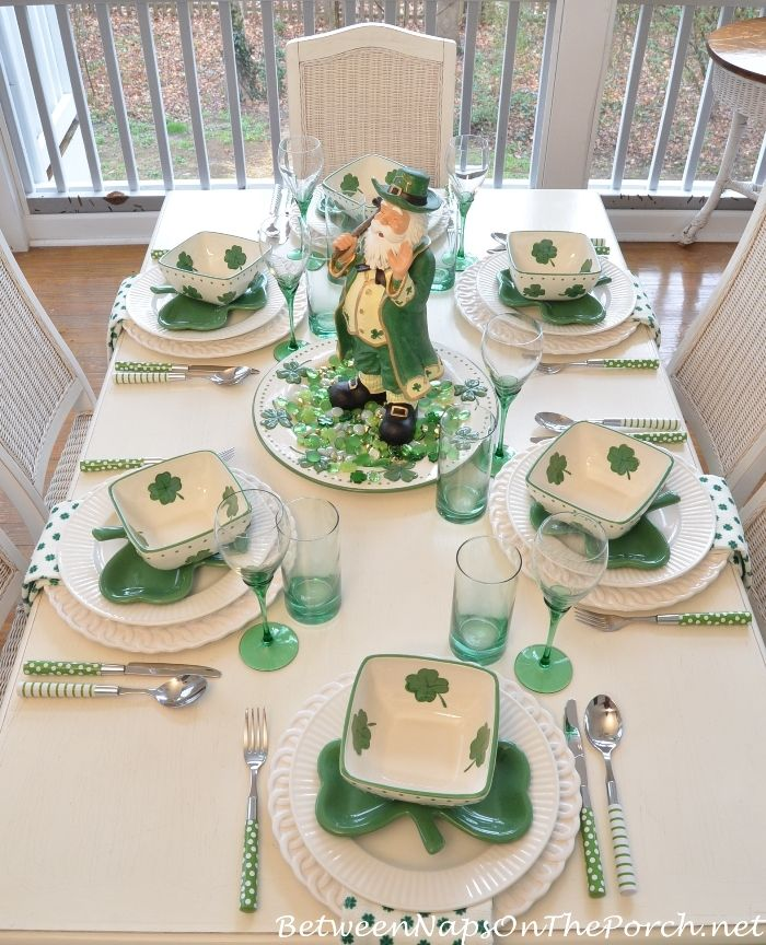 celebrate st patrick 39 s day tablescapes table settings st patrick table settings st. Black Bedroom Furniture Sets. Home Design Ideas