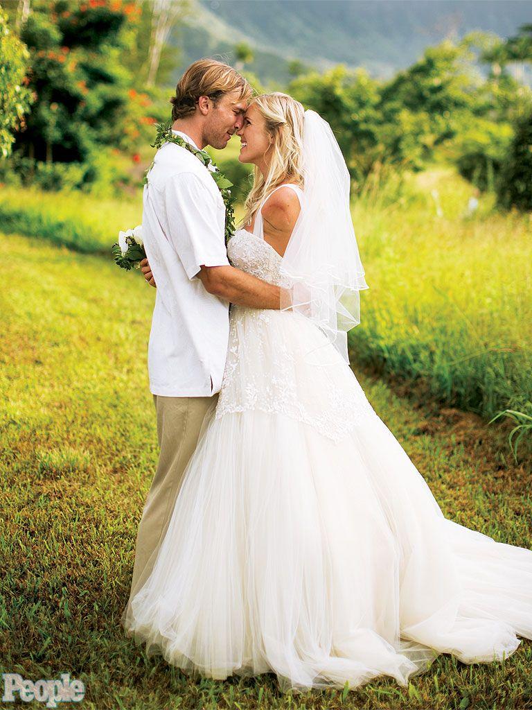 Bethany Hamilton Marries Adam Dirks See The Official Wedding Photo Bethany Hamilton Wedding Photos Wedding