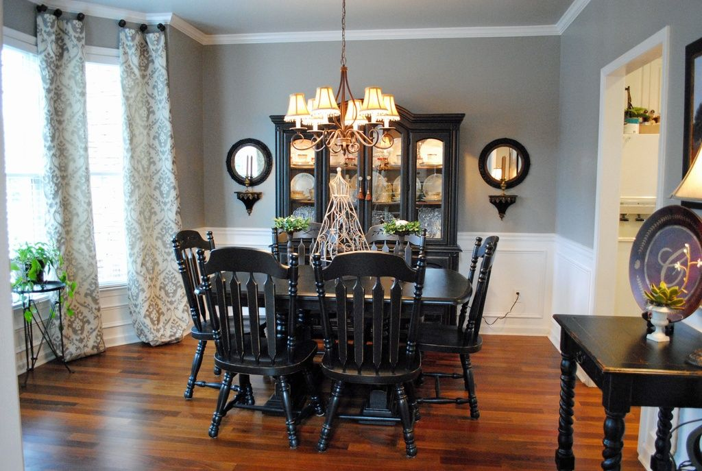Dining Room With Chandelier Magnificent Country Dining Room With Chandelier Crown Molding Wainscotting Design Ideas