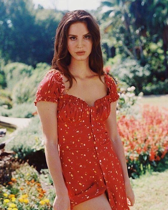 Photo of Lana Del Rey  uploaded by 𝐒𝐂𝐀𝐑𝐘 𝐂𝐄𝐈𝐀 on We Heart It
