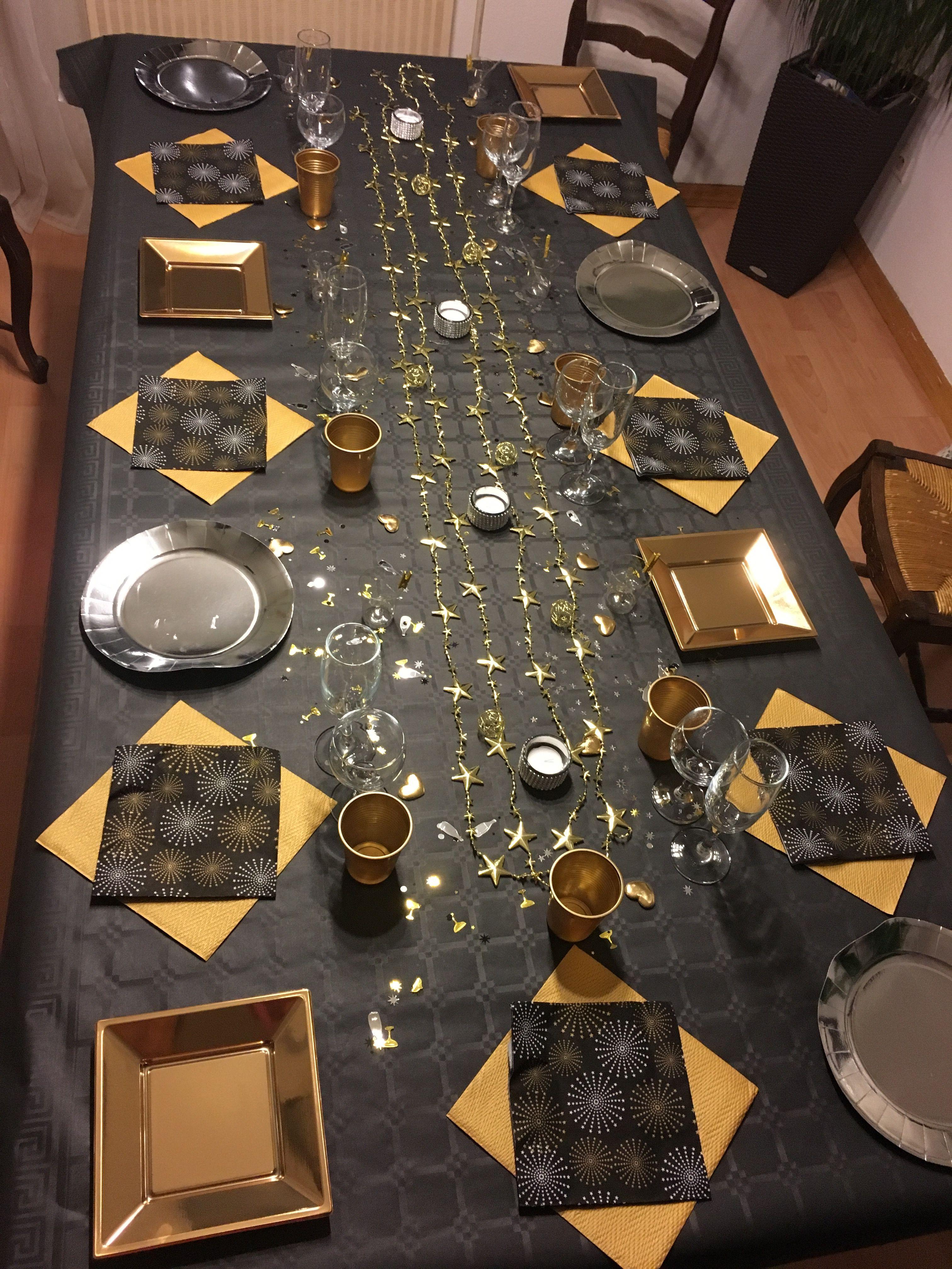 Table réveillon noir or argent  Graduation party table, New years
