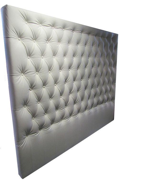 Sänggavel skräddarsydd i vitt skinn Vi tillverkar helt efter dinaönskemål! Våra sänggavlar