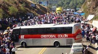 Bloqueos en Chiapas dejan pérdidas millonarias - http://www.tvacapulco.com/bloqueos-en-chiapas-dejan-perdidas-millonarias/