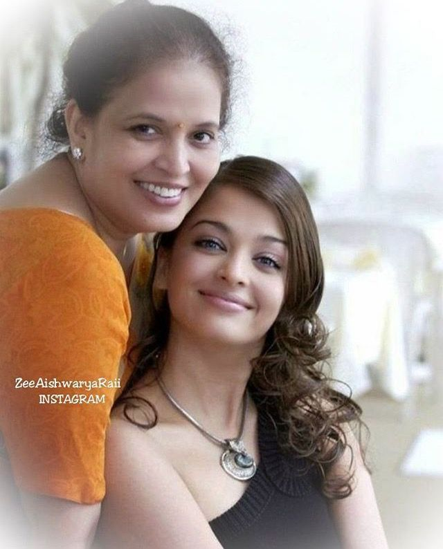 With Her Mother Vrinda Rai Actress Aishwarya Rai Aishwarya Rai Beautiful Actresses