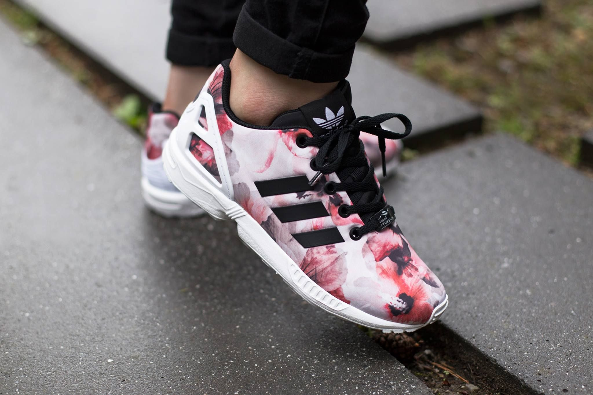 More Floral Finishes on The adidas ZX Flux | Chaussures ...
