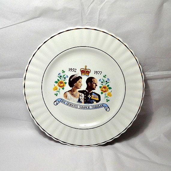 Queens silver jubilee plate