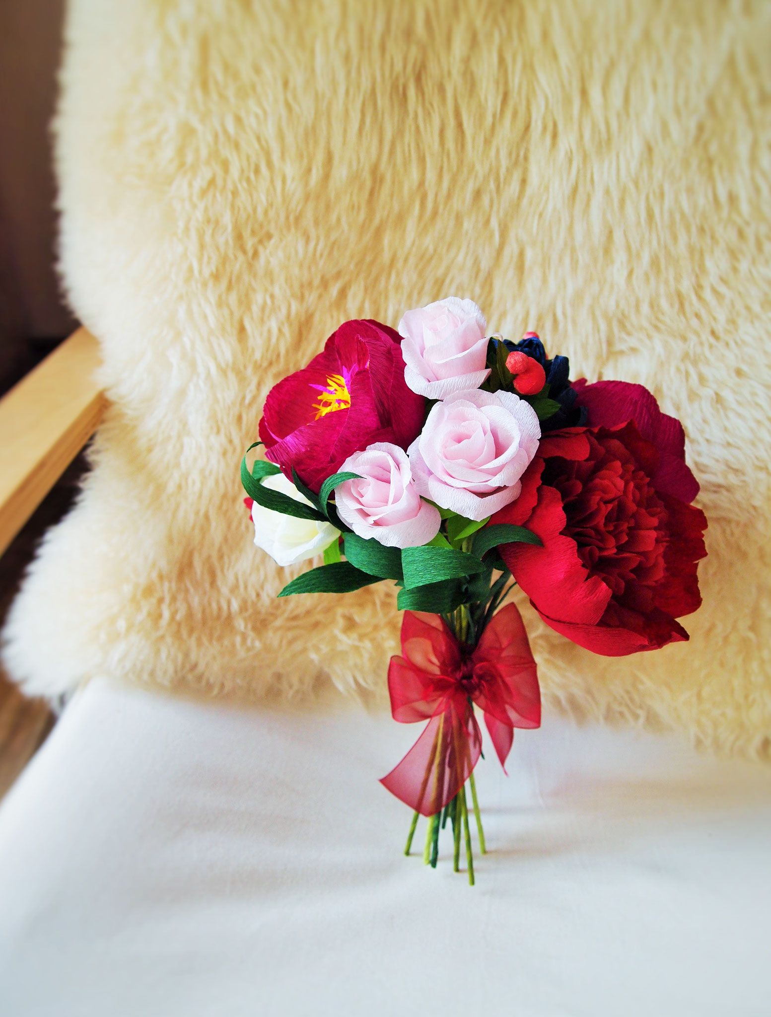 EtsyShop: wedding crepe paper flower bridal bouquet in red and pink tones − handmade by Ameli's Lovely Creations (available on Etsy)