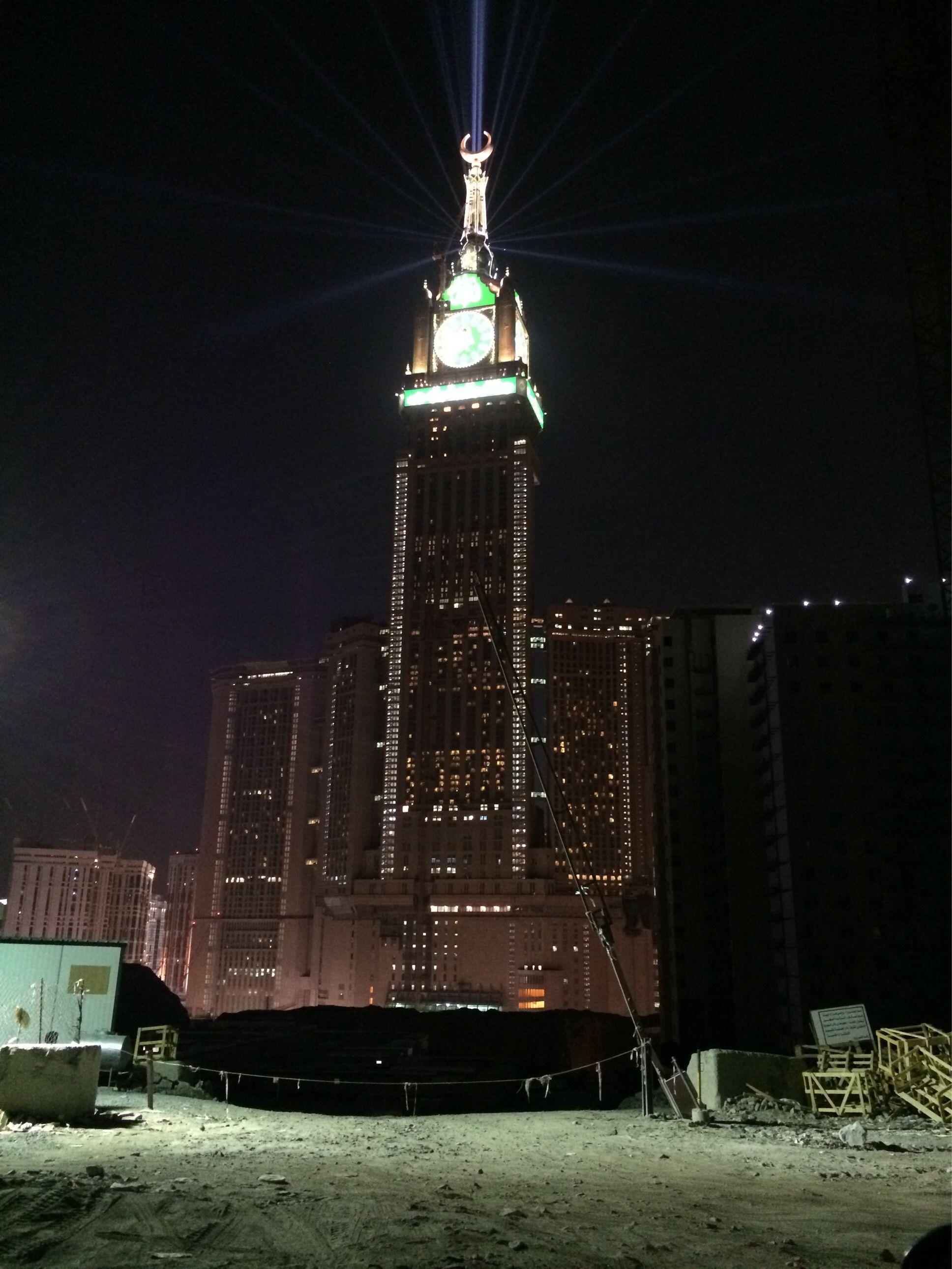 جدة برج الساعة بـ مكة أثناء أداء صلاة التراويح في أول ليالي رمضان Jeddah Empire State Building Dubai