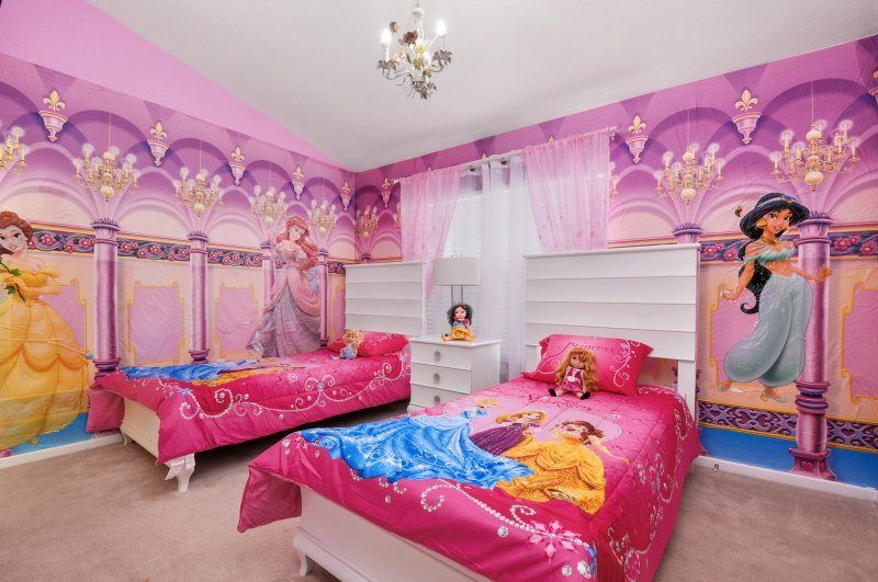 Camere A Tema Disney : A disney princess paradise! a bedroom boasting a beautiful spread of