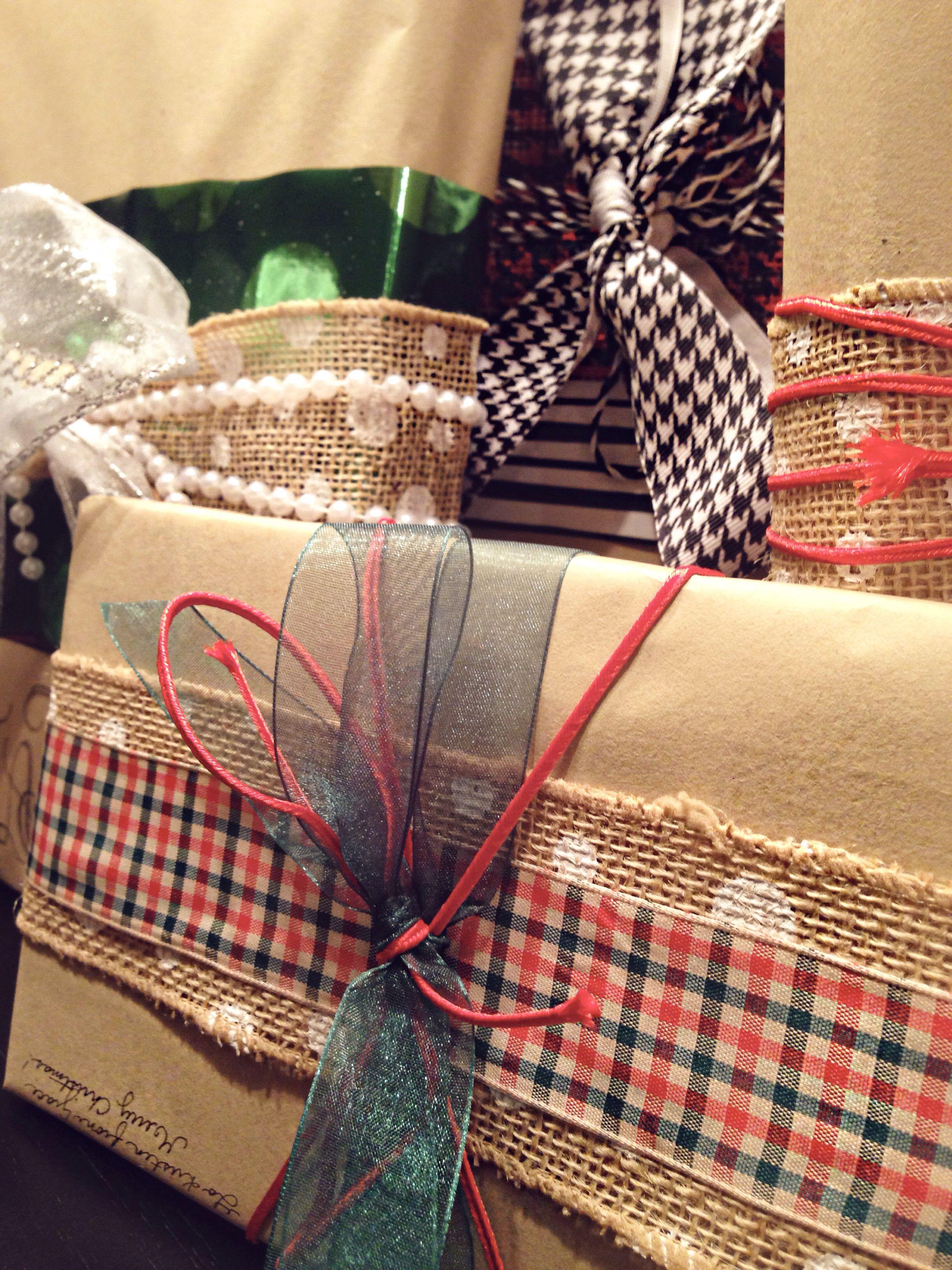 diy christmas wrapping butcher paper and diy christmas bows - Diy Christmas Bows