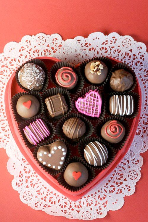 Kẹo chocolate từ đất nặn cho ngày Cá tháng Tư cực vui | aFamily