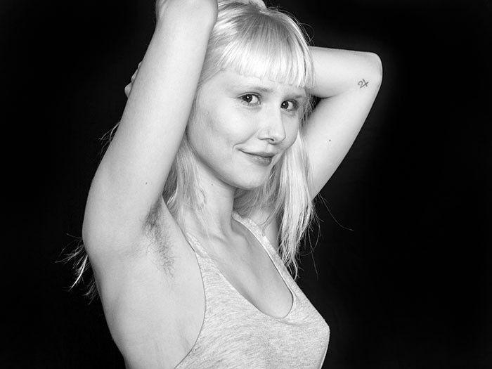 """La serie di foto """"Natural Beauty"""" sfida gli standard sui peli del corpo femminile (30 foto)"""