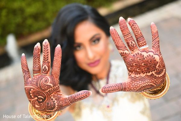 Dreamy bridal mehndi.