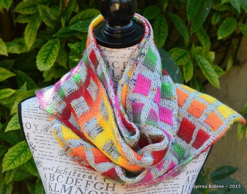"""Aujourd'hui, je voulais vous parler d'une technique de tricot que j'explore depuis plus d'un an et qui me passionne énormément. Il s'agit du """"Double Knitting"""" ou en français """"Jacquard Réversible"""". Du tricot double face quoi ;-) Tout a commencé avec un..."""