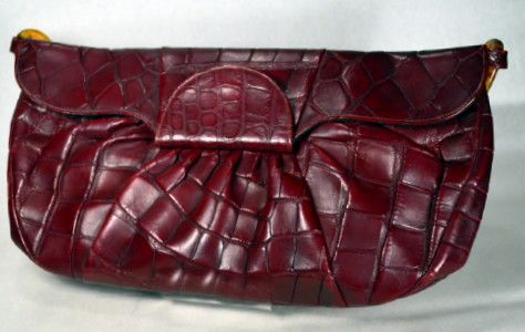 MAGNIFICENT OXBLOOD ALLIGATOR 1940'S VINTAGE ENVELOPE CLUTCH HANDBAG - DEITSCH AVAILABLE AT RPVINTAGE.COM