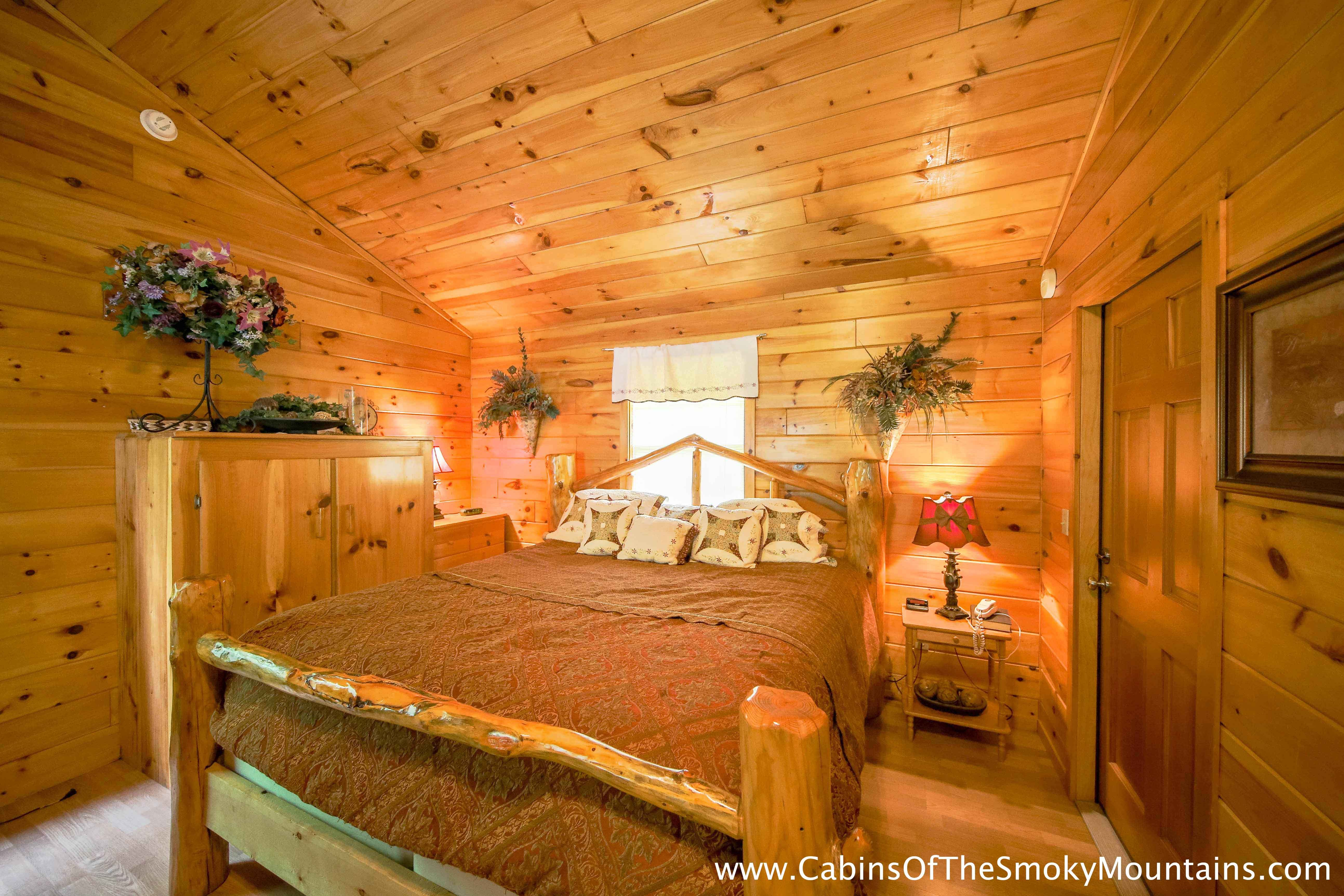 Pigeon Cabin Lil Smokey 1 Bedroom Sleeps 4
