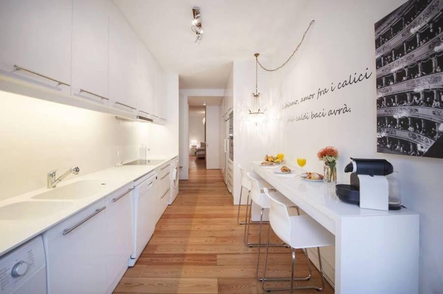 Arredare La Cucina Per Un Ambiente Stretto E Lungo Idee Mobili Cucina Stretta Home Staging Arredamento
