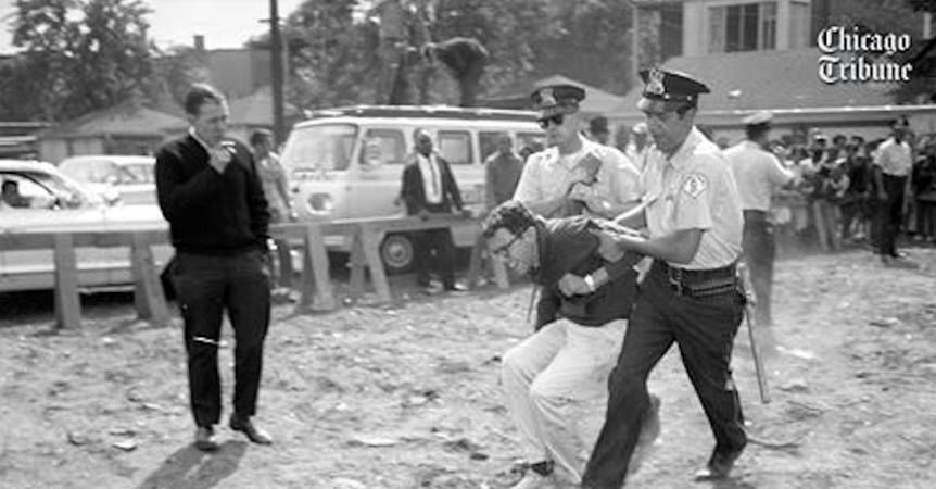 A photo of Bernie Sanders being arrested in Chicago during a 1963 protest for civil rights has emerged from the Chicago Tribune's archives. The photo was also confirmed bySanders after he viewed the picture. Campaign confirms photo of man arrested at 1963 protest on South Side is Bernie Sanders https://t.co/FzPDJ7Mx3w pic.twitter.com/2EeocNgU8e — Chicago Tribune (@chicagotribune) …