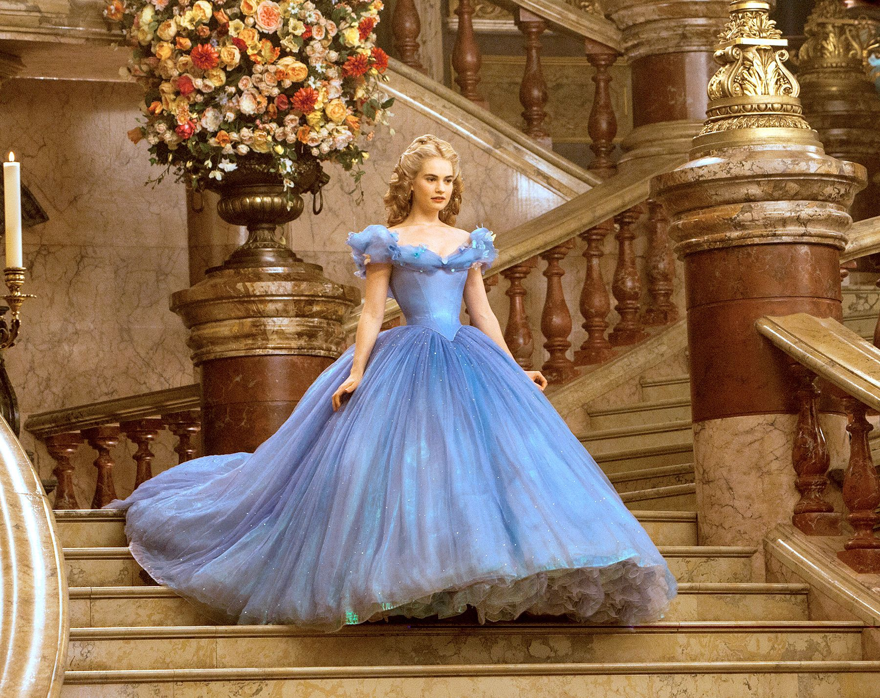 Ouch Lily James Went On A Liquid Diet To Wear Cinderella Corset Dress