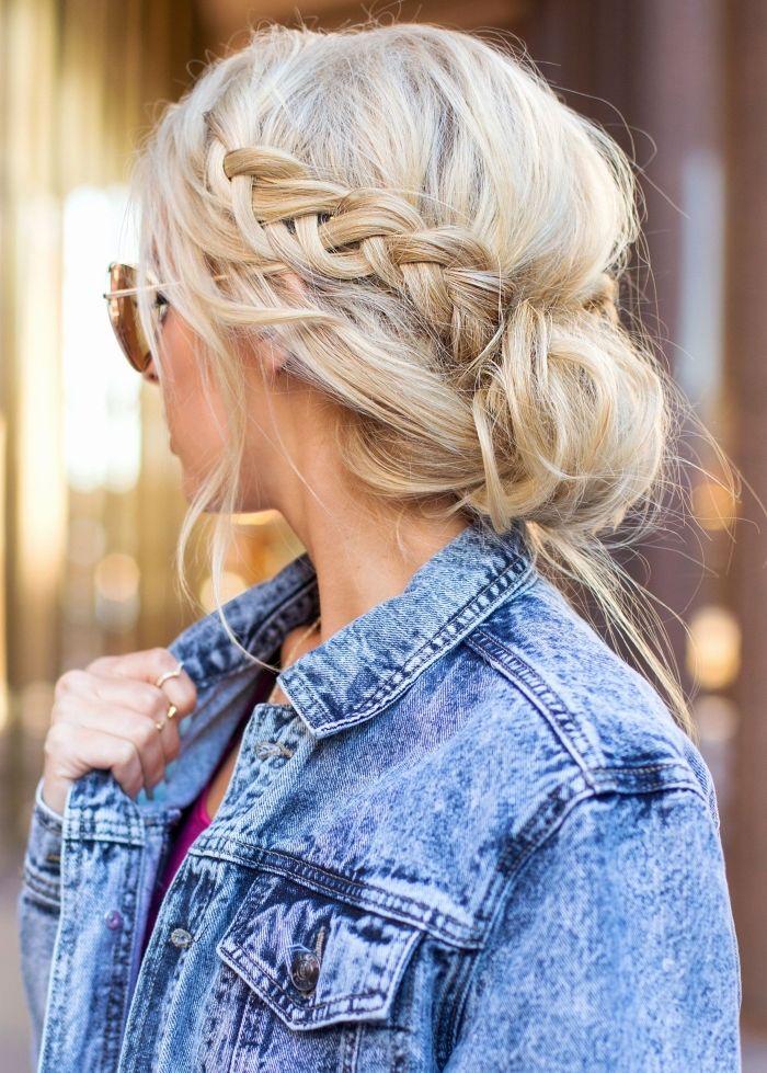 1001 + coiffures superbes avec une tresse sur le côté   Coiffure, Chignon coiffure en chignon et ...