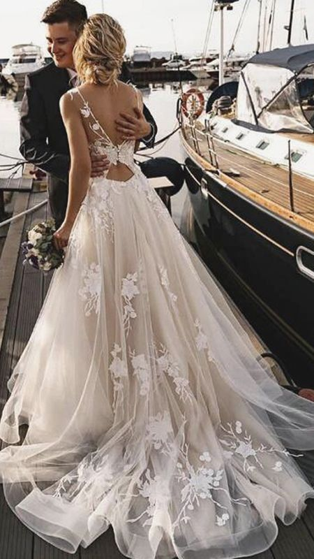 Gorgeous Tulle A Line Backless Boho Floral Appliques Beach Wedding