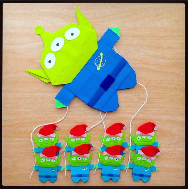 origami: Happy Thanksgiving!! well, it looks like Little Green Men will be participating in the Macy's Thanksgiving Parade too! all 27 eyes and 9 space aliens of 'em!! (≧∇≦)