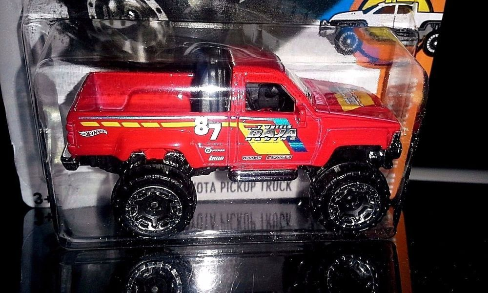 HOT WHEELS 2017 HOT TRUCKS 6/10 1987 TOYOTA PICKUP TRUCK