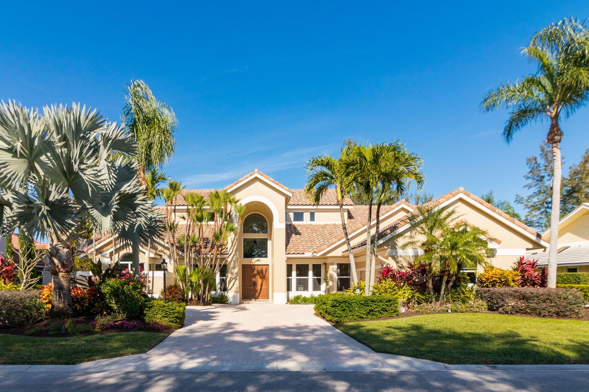 Magnificent Golf Garden Views Surround This Gorgeously Updated One Story 5 Bd 4 Ba Den Pool Home W A Detac Palm Beach Gardens Garden View Palm Beach County