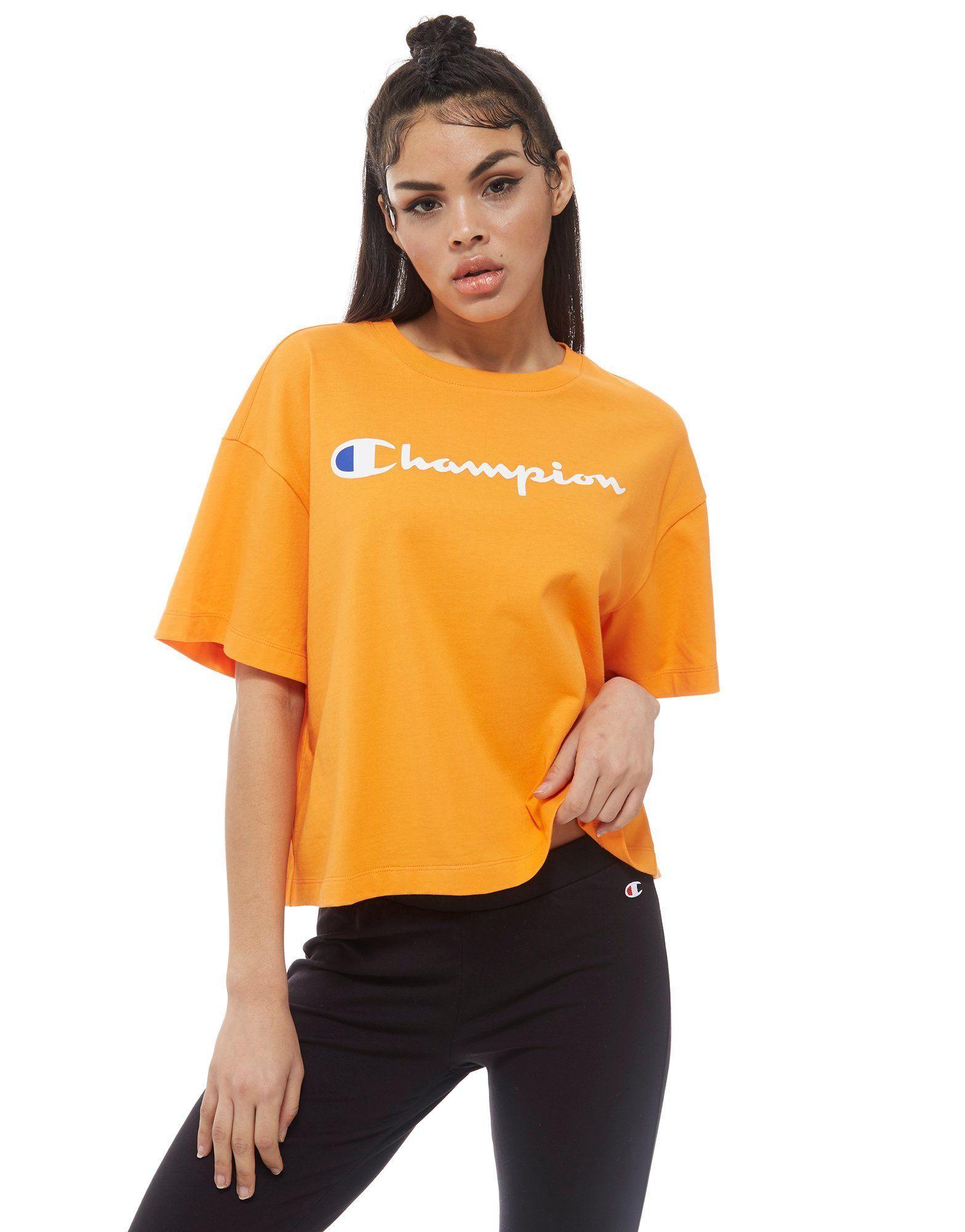 196b70050bfe89 Champion Script Boxy T-Shirt - Shoppa Champion Script Boxy T-Shirt online  hos JD Sports, Storbritanniens ledande sportmodebutik.